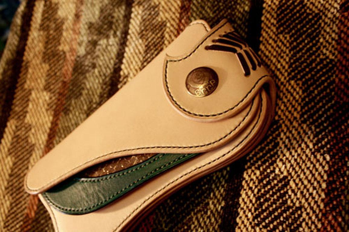 個性的コブラインレイグリーン長財布