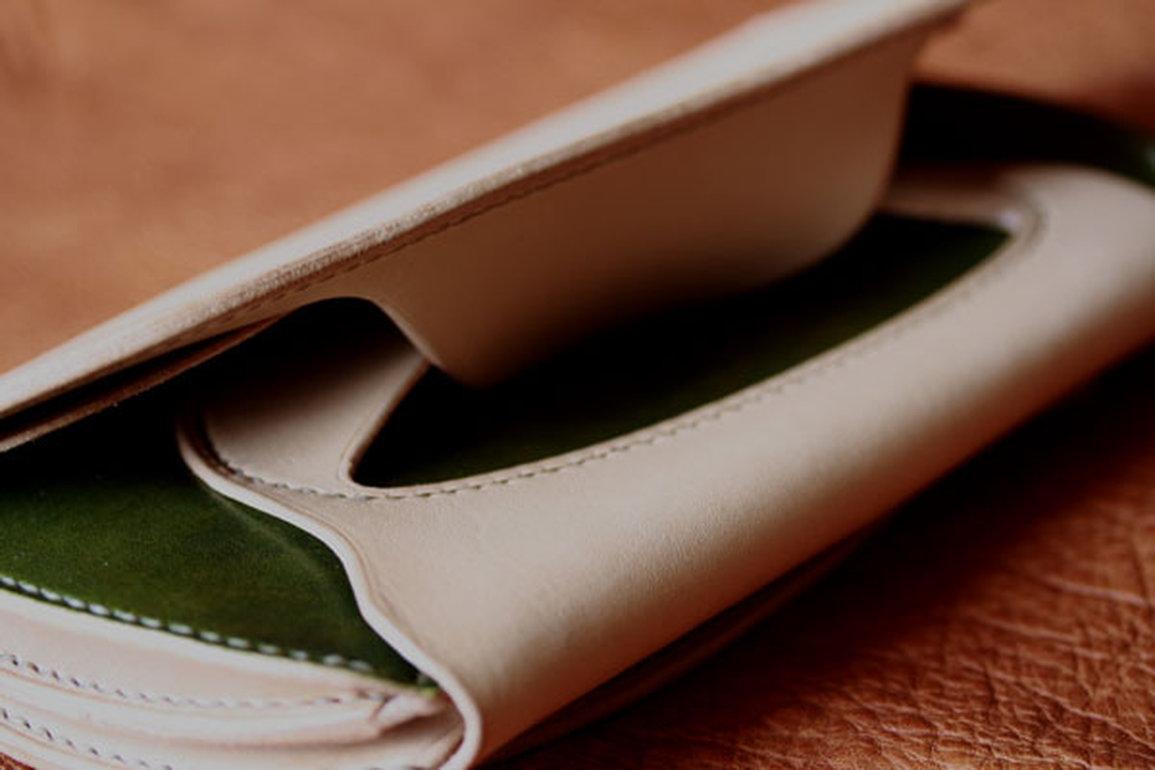 革で留める財布
