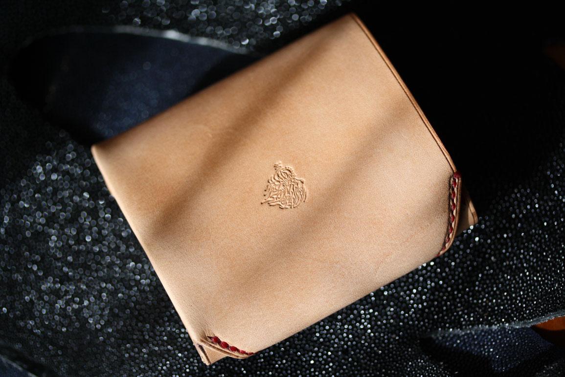 ヌメ革財布赤い糸