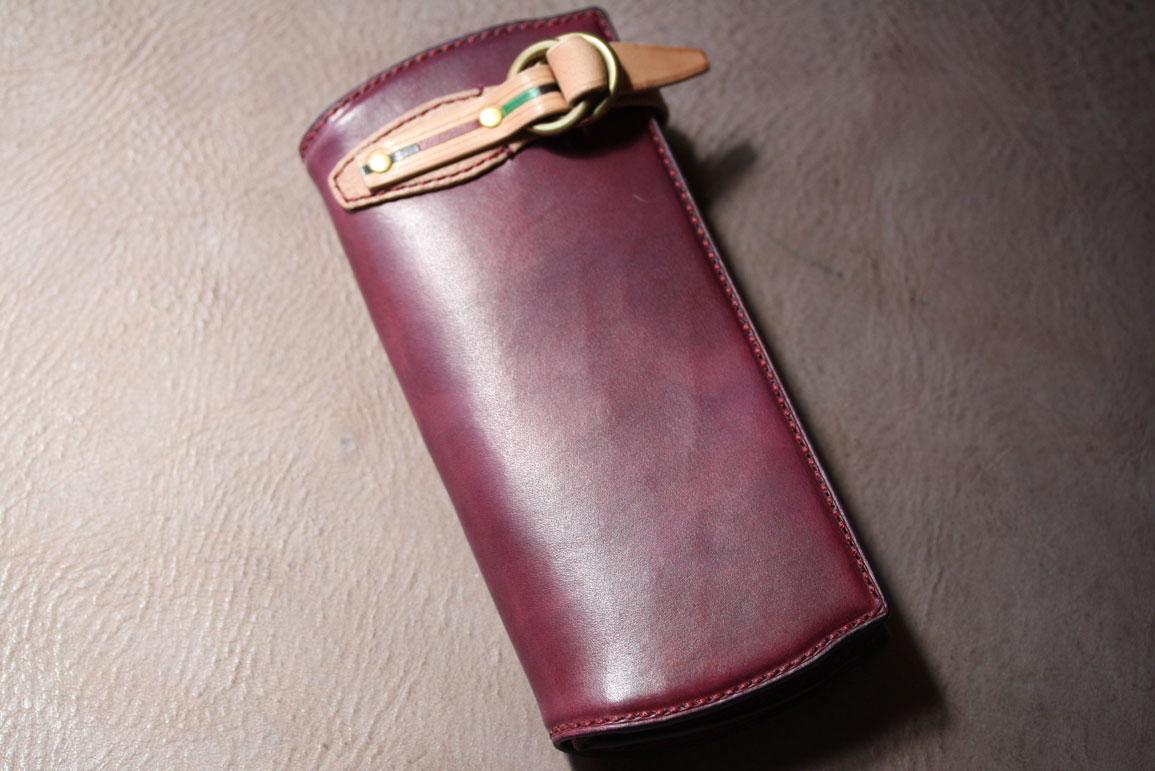 赤いベルト財布