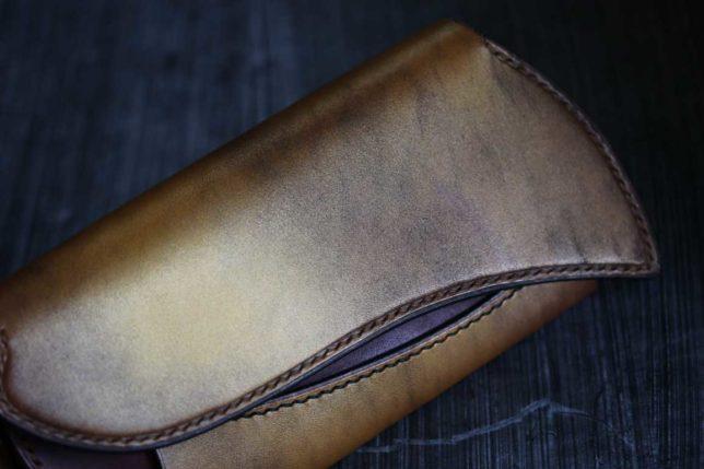 真鍮カラー染色革財布