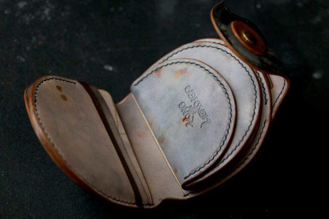 錆びたアンティーク染色丸い革財布