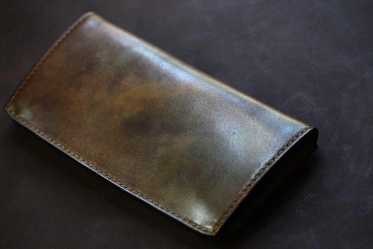 光る染色ゴールド薄い長財布