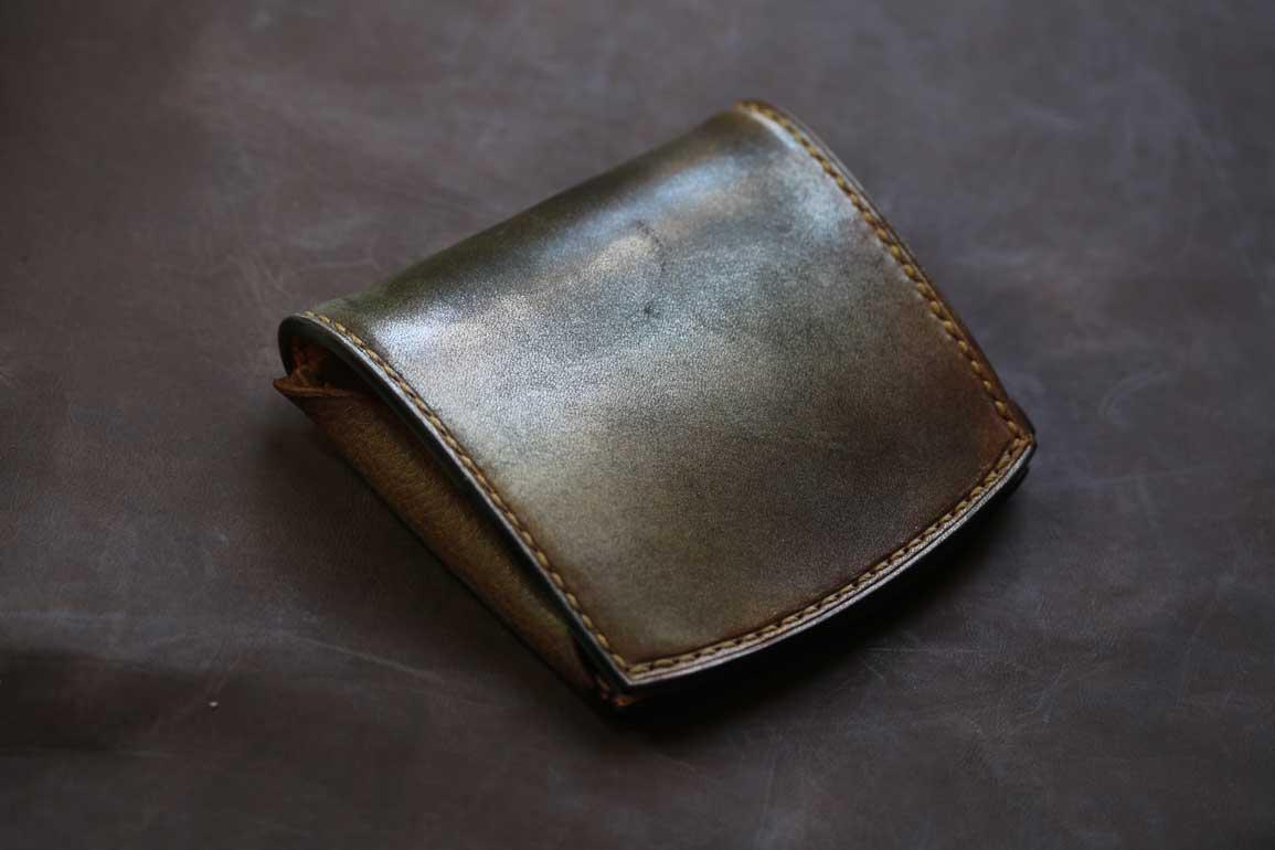 小さい財布ゴールド