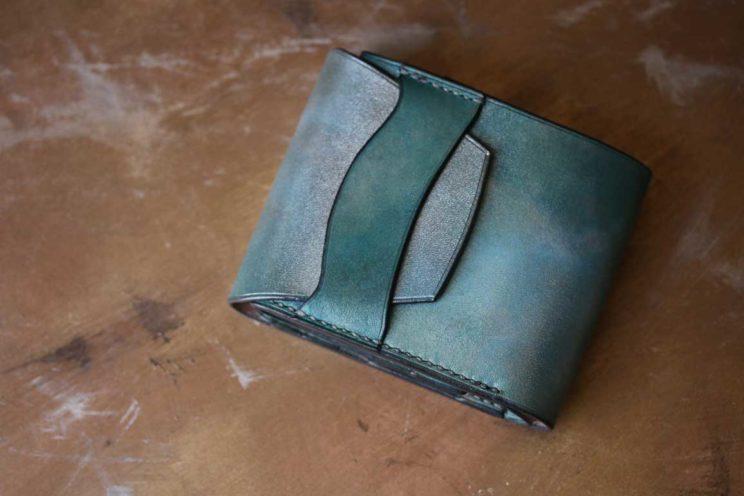 ブルーシルバー染色折財布
