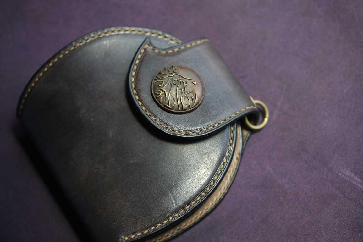 真鍮コンチョ丸型レザーウォレット