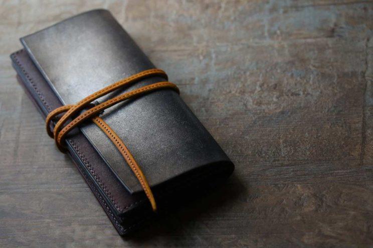シルバーワインレッドカラー紐財布