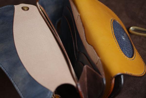 The Lion's Back wallet ブラウン×イエロー×ネイビー エイ革インレイ