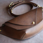 The Curve Shoulder Bag エルバマットブラウン