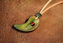 グリーン革勾玉ネックレス