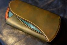 The Peafowl wallet グリーン×サンバースト エイ革インレイ