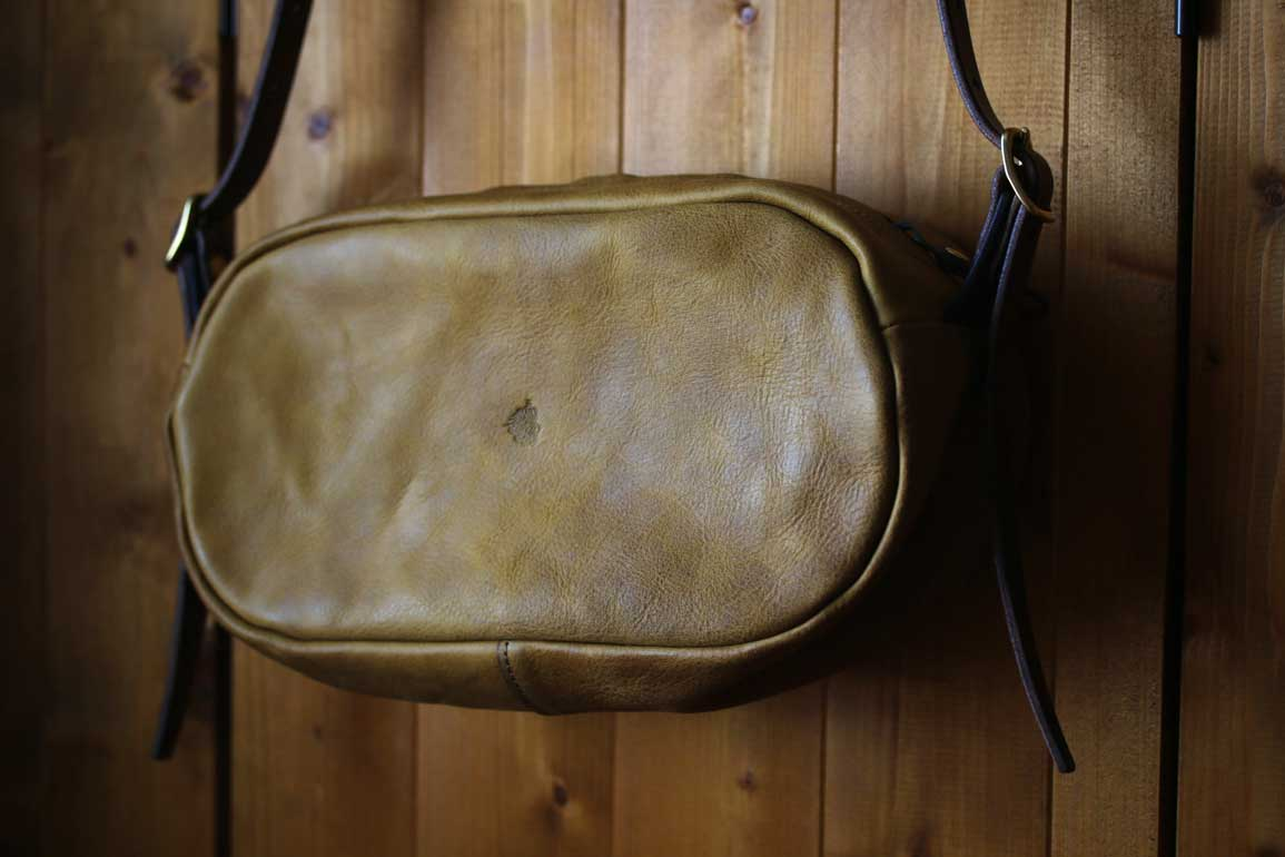 楕円型ショルダーバッグ