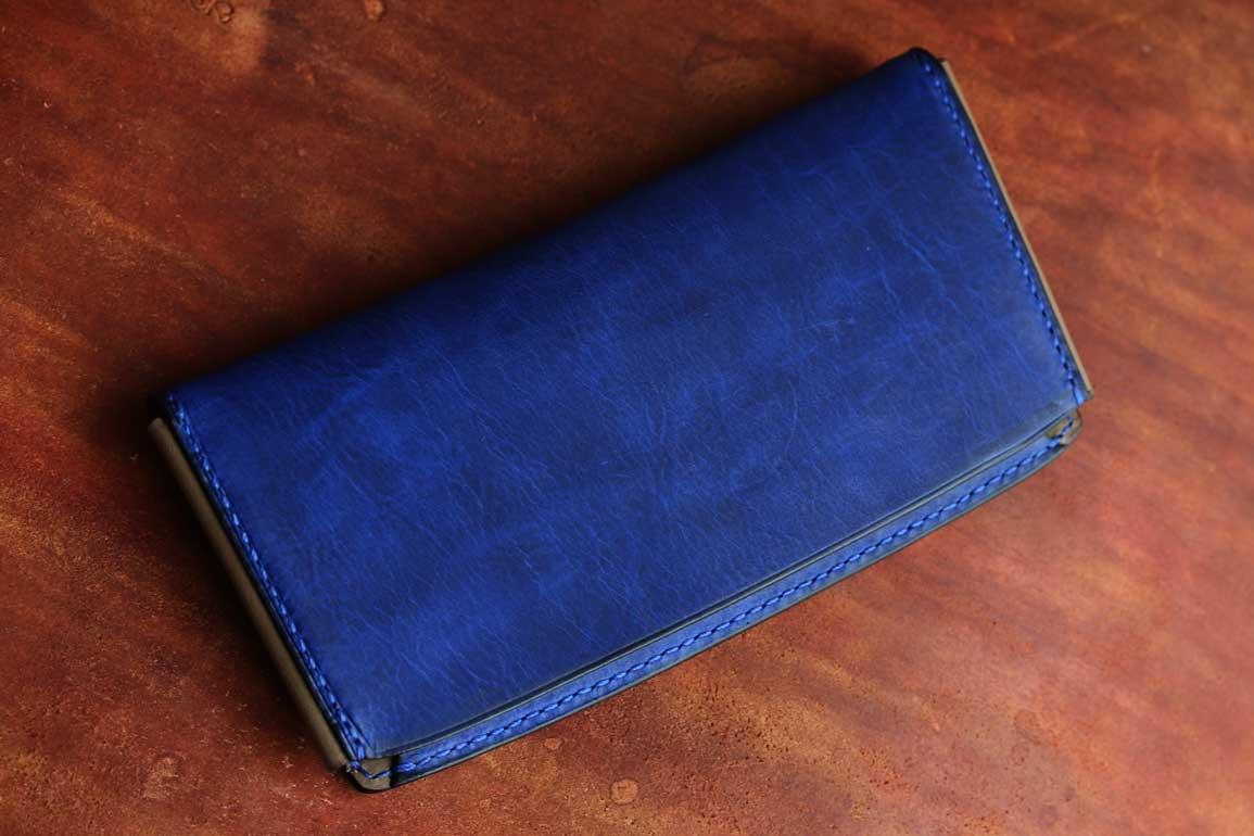 薄いスタイリッシュブルー財布
