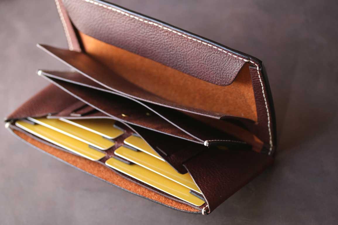 ホワイトレザーエルバマットシボスタイリッシュ薄い革財布