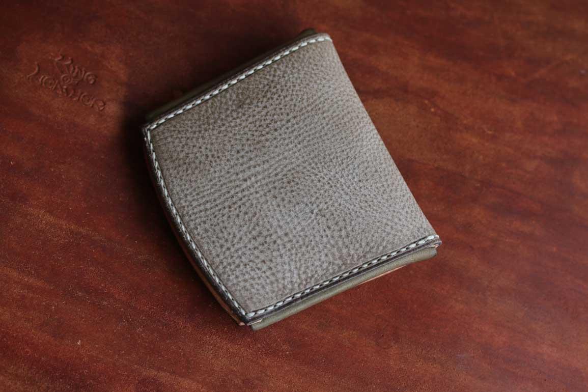 アラスカレザーコンパクト折財布