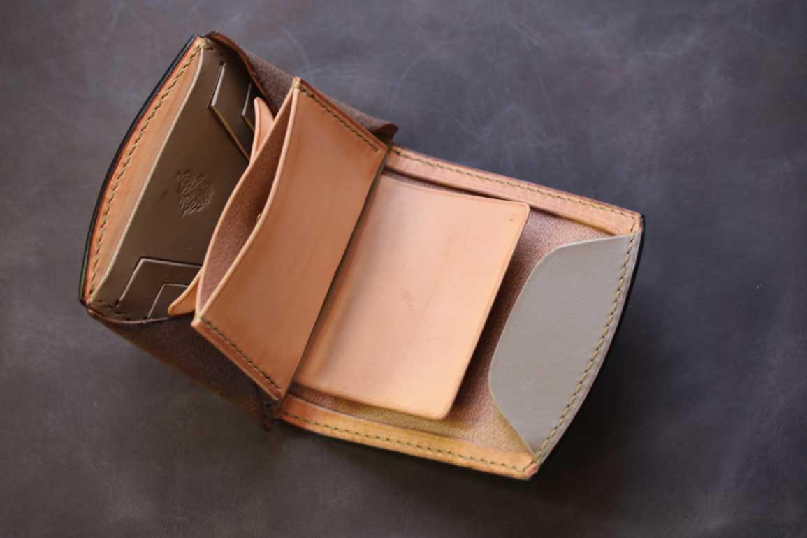 コンパクト折り財布ゴールド染色
