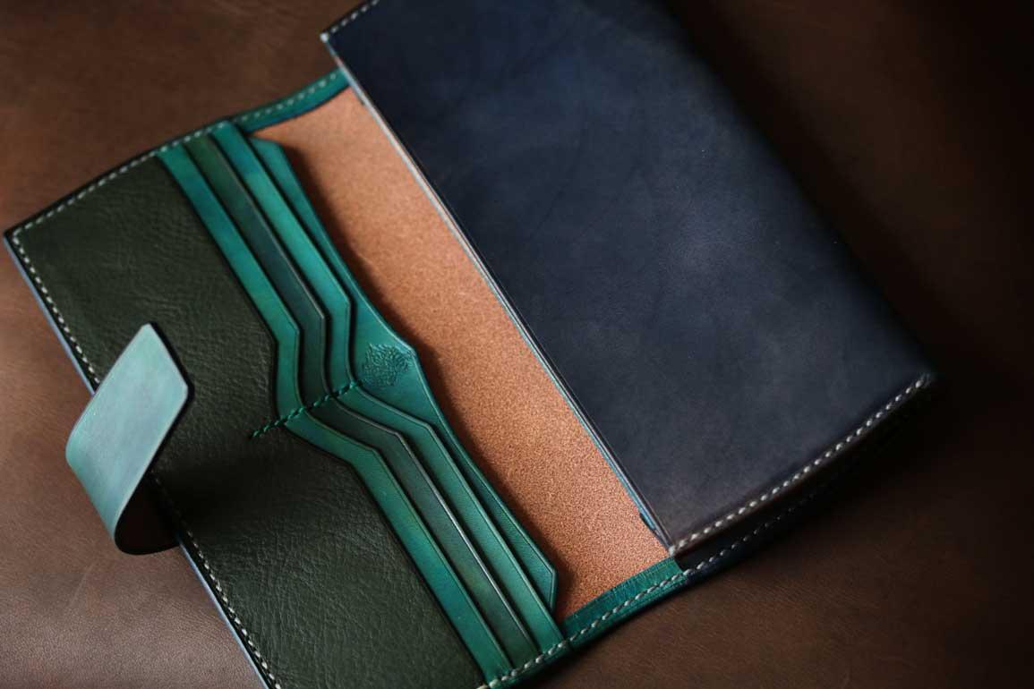 ネイビーカラースキモレザー装飾札カード専用革財布