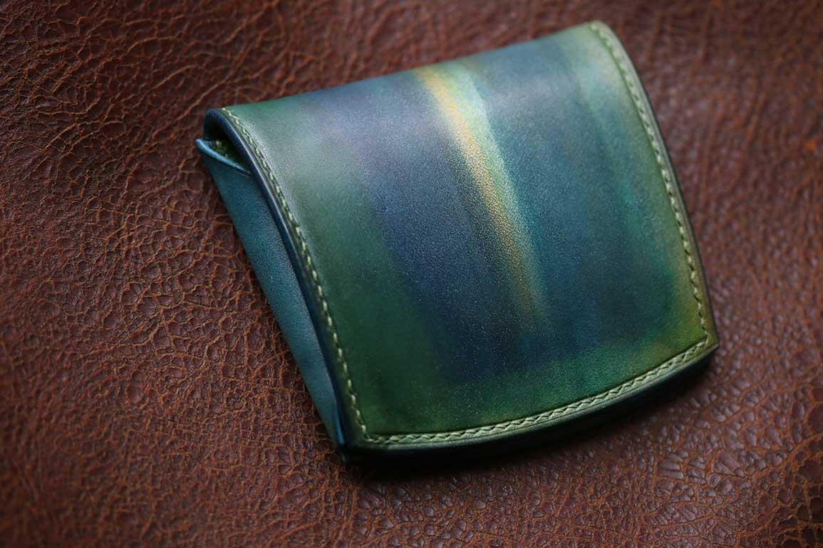 グリーン薄く小さいお財布