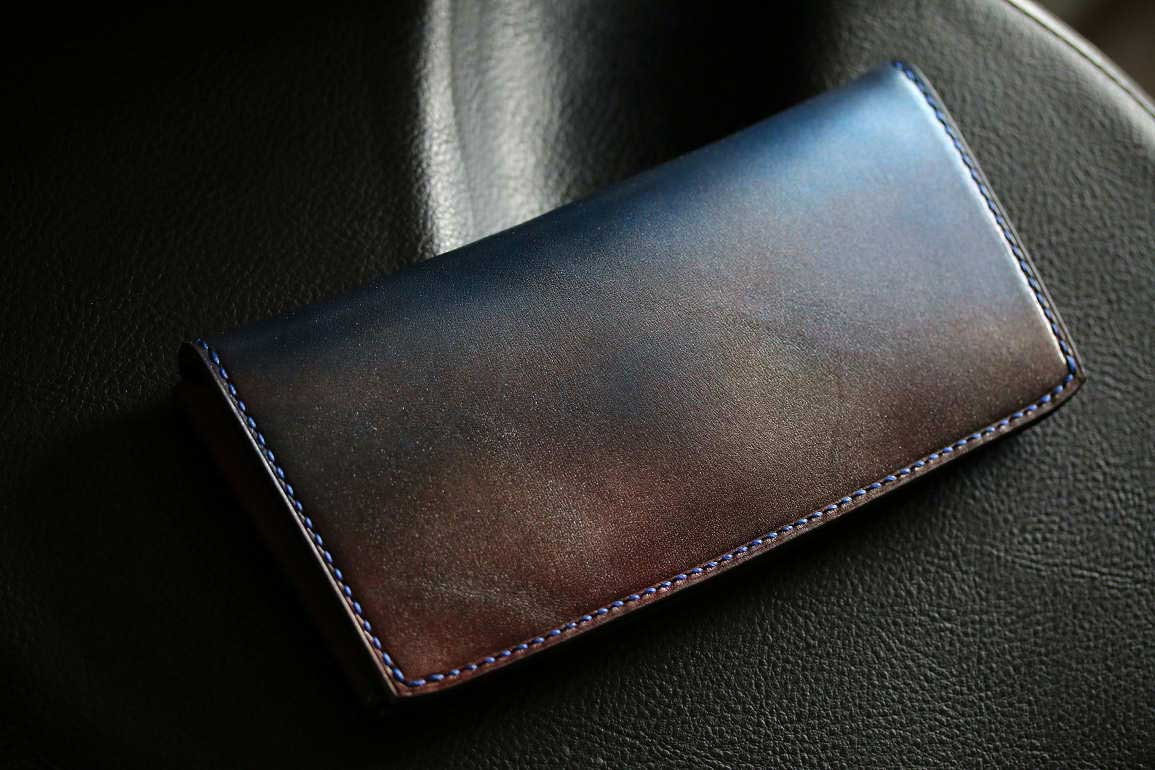 個性的薄い光る革財布